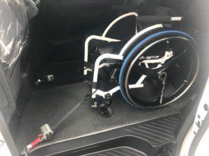 車椅子固定装置