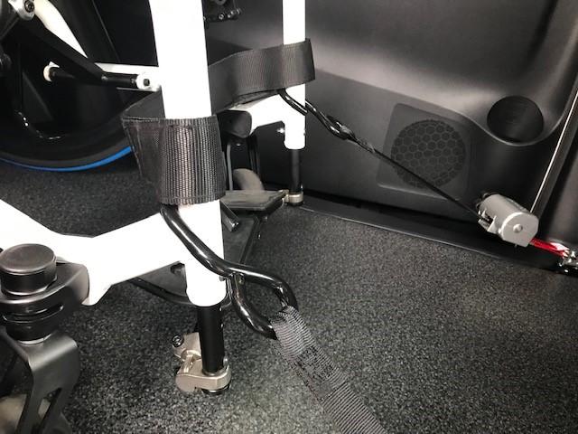 車いすの固定方法