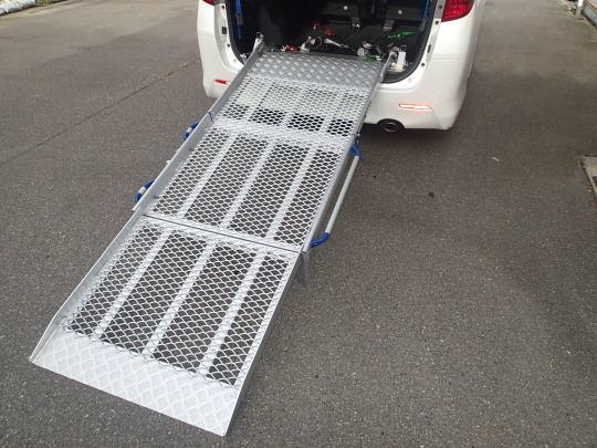 福祉車両に改造したスロープ仕様車