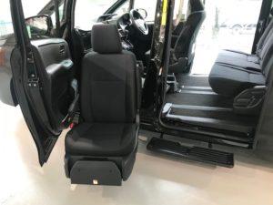 トヨタの福祉車両・助手席リフトアップシート
