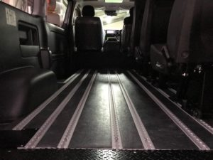 トヨタ・ハイエースの福祉車両への改造