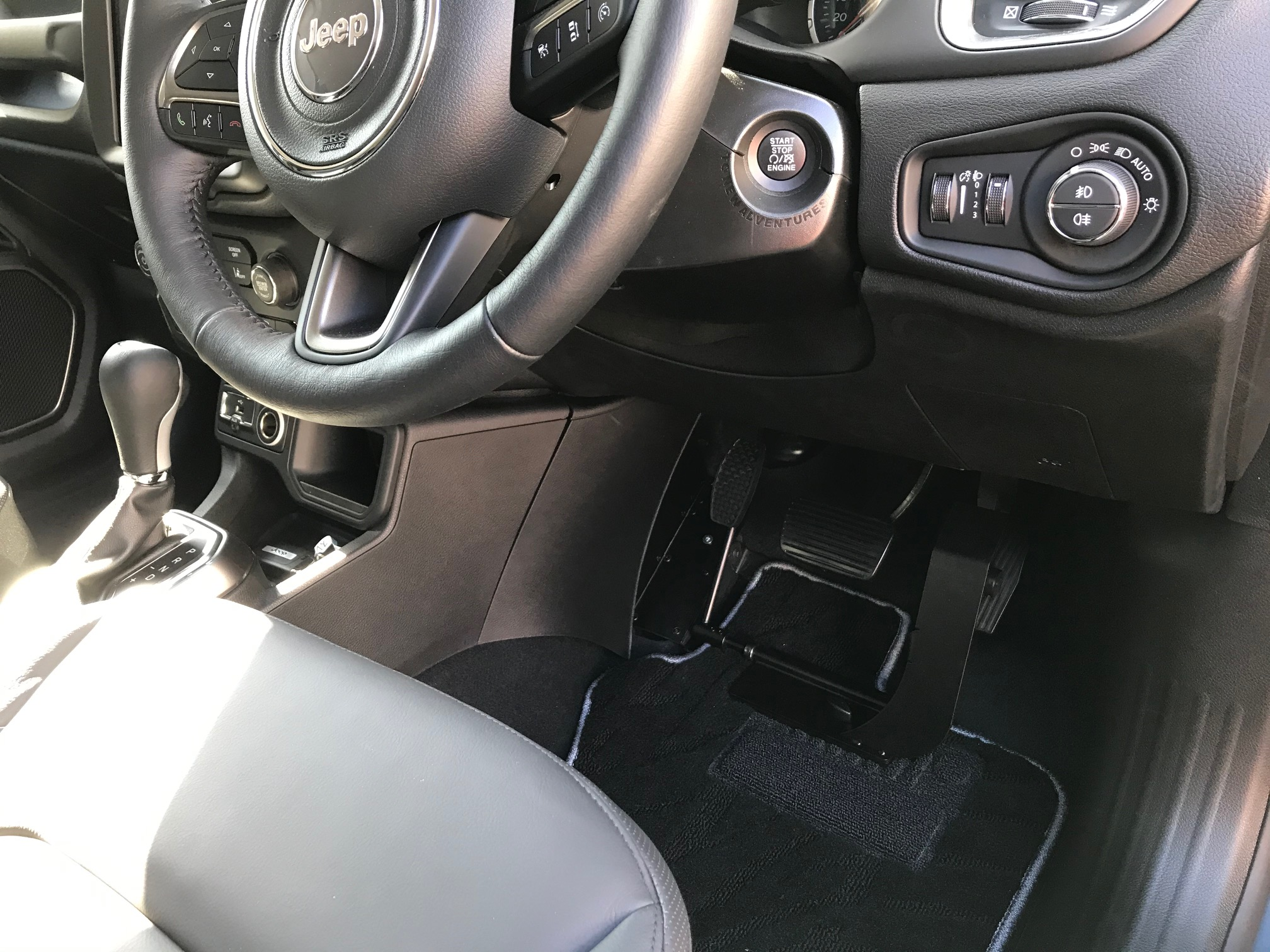 レネゲード 福祉車両改造 左足アクセル