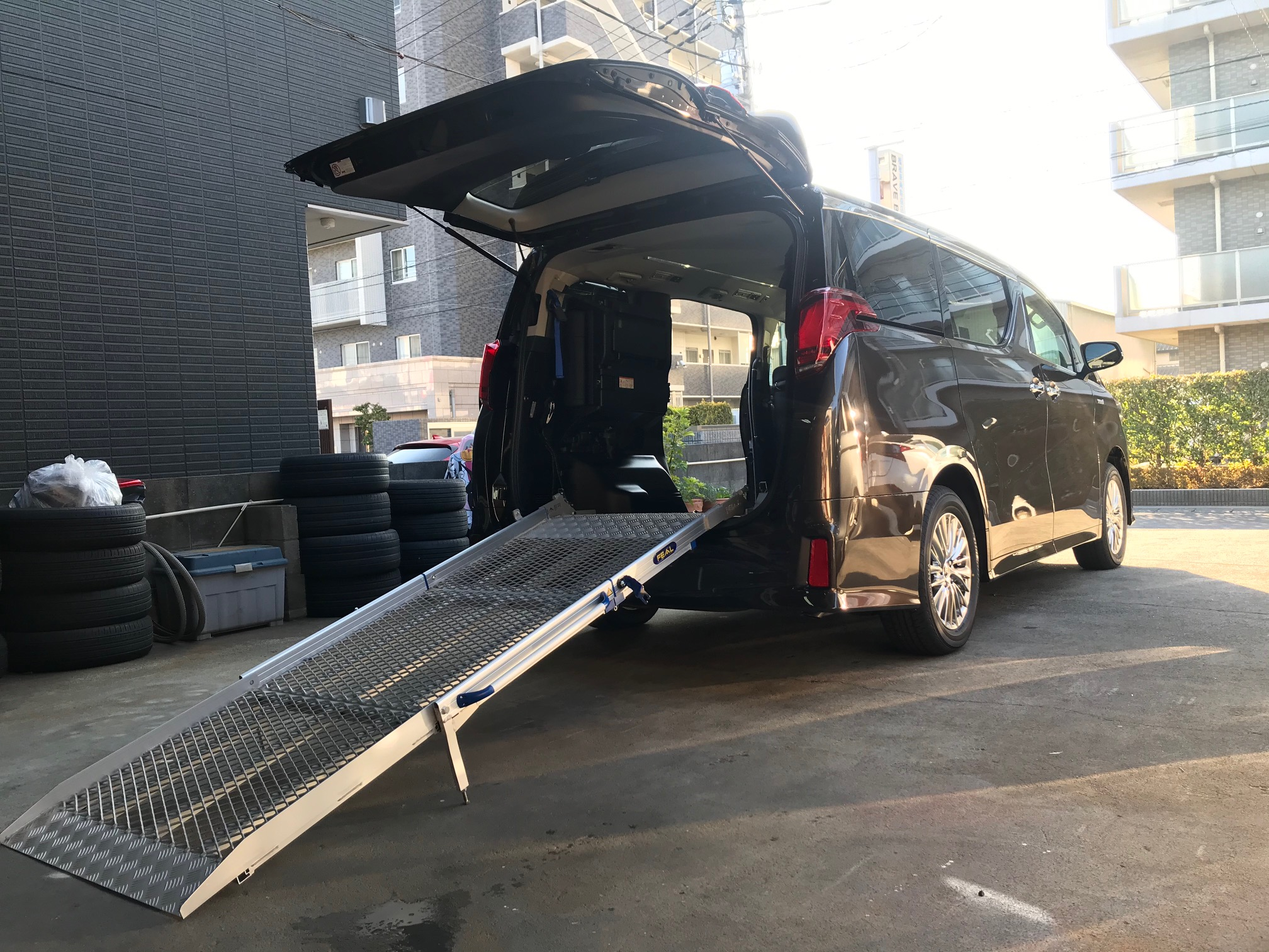 福祉車両改造 スロープタイプのアルファード